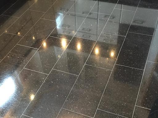 stumpfen Granit wieder aufpolieren